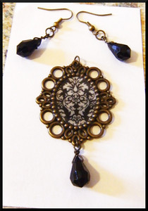*** Damask Cameo ***