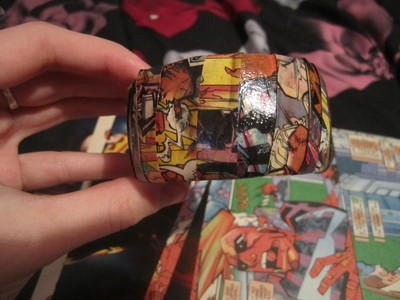 How to make a paper bracelet. Diy Comic Strip Bangle Bracelet  - Step 5