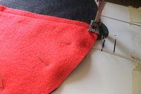 How to make a novetly bag. Pokeball Shoulder Bag - Step 4