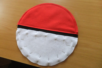 How to make a novetly bag. Pokeball Shoulder Bag - Step 5