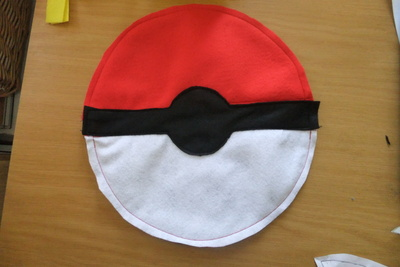 How to make a novetly bag. Pokeball Shoulder Bag - Step 6