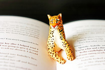 Giraffe Book Page Holder