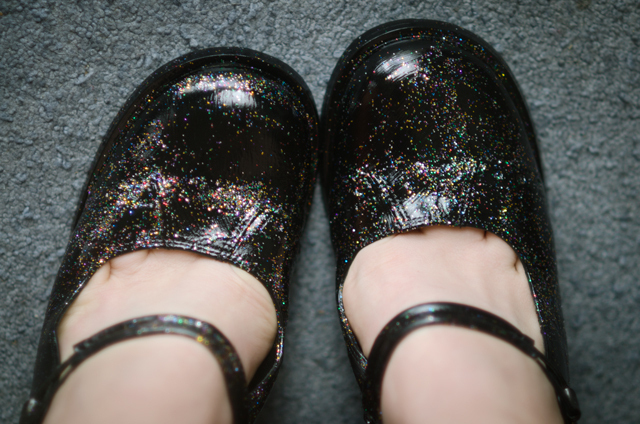 How to paint a pair of galaxy shoes. How To Make Galaxy Shoes - Step 4
