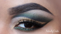 Fun Emerald And Gold X Mas Makeup