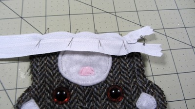 How to sew a fabric animal pouch. Bear Coin Purse - Step 9