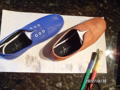 How to paint a pair of character shoes. Doctor Who Shoes - Step 1