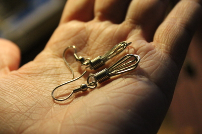 How to make a pair of toy earrings. Whisk Earrings - Step 4