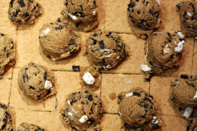 How to make a s'more. S'mores Cookie Bars - Step 6