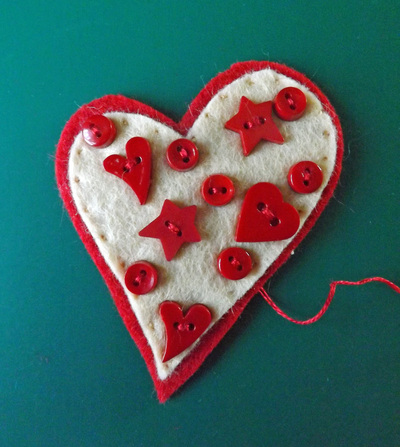 How to make a fabric pin. Love Heart Brooch - Step 3