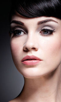 How to create a retro / pinup eye makeup look. Audrey Hepburn - Step 2