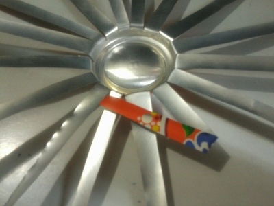 How to make a frame / photo holder. Spikey Photo Frame From Soda Can - Step 4