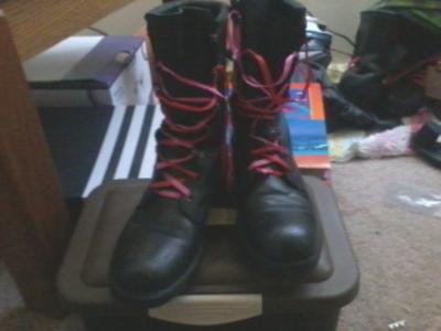 Medium combat boots