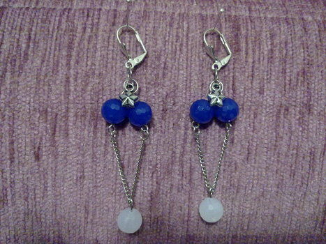 Starlight earrings .  Make a pair of chandelier earrings in under 15 minutes using beads, chain, and earring findings. Creation posted by Nilüfer . Difficulty: Easy. Cost: No cost.