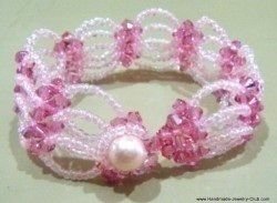 Princess bracelet .  Bead a woven bead bracelet by jewelrymaking with seed beads, pearl beads, and crystal beads. Inspired by clothes & accessories. Creation posted by Jane. Difficulty: Simple. Cost: Cheap.