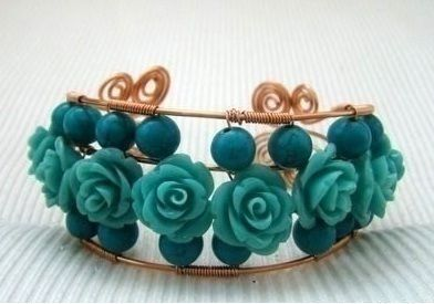 Free form bangles with spirals .  Make a wire swirl bracelet by jewelrymaking with beads and wire. Inspired by clothes & accessories. Creation posted by Jane. Difficulty: 3/5. Cost: Cheap.