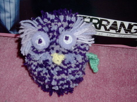 Twit twooo .  Make a bird plushie in under 150 minutes by sewing, yarncrafting, and knitting with wool. Inspired by owls and owls. Creation posted by Chelpop. Difficulty: 3/5. Cost: No cost.
