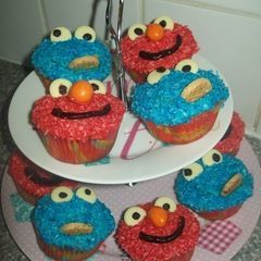 Elmo And Cookie Cup Cakes