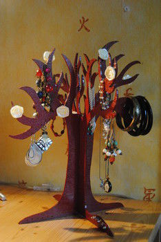 .  Make a jewelry tree in under 150 minutes by creating, drawing, woodworking, and decorating Inspired by flowers. Version posted by Saskia F. Difficulty: Easy. Cost: No cost.