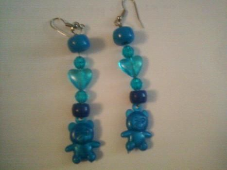 Blue Bubble Gum Bear .  Free tutorial with pictures on how to make a pair of beaded earrings in under 10 minutes by beading and jewelrymaking with beads, earring hooks, and jewelry wire. How To posted by Anmorata. Difficulty: Easy. Cost: No cost. Steps: 3
