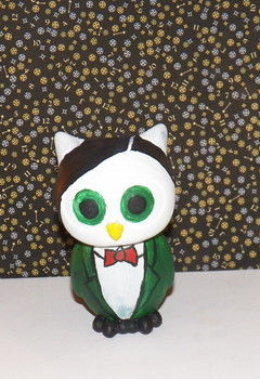 Whoo.. whooo.. .  Make a bird plushie in under 180 minutes by decorating with paint and place mat. Inspired by creatures, kawaii, and owls. Creation posted by KairiSteampunk. Difficulty: 3/5. Cost: Cheap.
