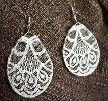 Classic yet lovely, just like you ;) .  Free tutorial with pictures on how to make a pair of lace earrings in under 30 minutes by jewelrymaking and wireworking with scissors, wire, and lace. Inspired by vintage & retro. How To posted by Katiedid. Difficulty: Simple. Cost: Absolutley free. Steps: 6