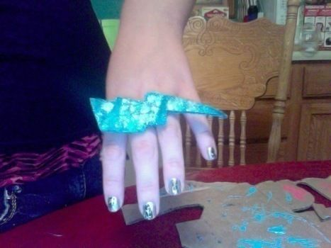 .  Make a paper ring in under 40 minutes by nail painting, jewelrymaking, and decorating Inspired by vintage & retro, kawaii, and clothes & accessories. Version posted by Natasha R.  in the Jewelry section Difficulty: Simple. Cost: No cost.