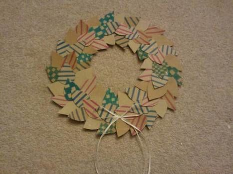 .  Make a paper wreath in under 180 minutes by drawing Version posted by Samantha B. Difficulty: Simple. Cost: Absolutley free.