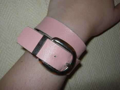 .  Make a leather cuff in under 15 minutes Version posted by Hester. Difficulty: Easy. Cost: No cost.