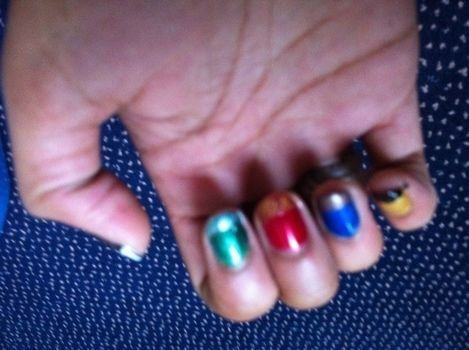 Simple nails using Hogwarts colours. .  Paint a character nail in under 60 minutes by nail painting and nail painting with nail polish. Inspired by harry potter and harry potter. Creation posted by Kittykrupa. Difficulty: Easy. Cost: Absolutley free.