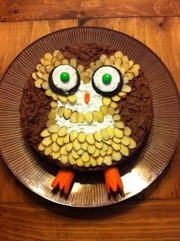 An awesome cake for owl lovers ^_-  .  Decorate an animal cake in under 70 minutes by baking, decorating food, and cake decorating with oreos. Inspired by birds, owls, and cake. Creation posted by Brina BitterSweet. Difficulty: Simple. Cost: 3/5.