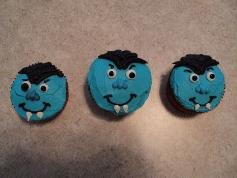 Ghoulish Buddies! .  Decorate a character cake in under 180 minutes by baking and cake decorating with frosting, cupcake, and frosting bags. Inspired by monsters, monsters, and cupcakes. Creation posted by Nosnin. Difficulty: 3/5. Cost: Cheap.