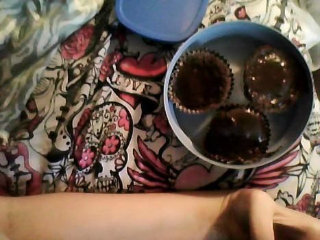 .  Bake a mug brownie in under 10 minutes by baking and decorating food Version posted by stargorawr!. Difficulty: Simple. Cost: Absolutley free.