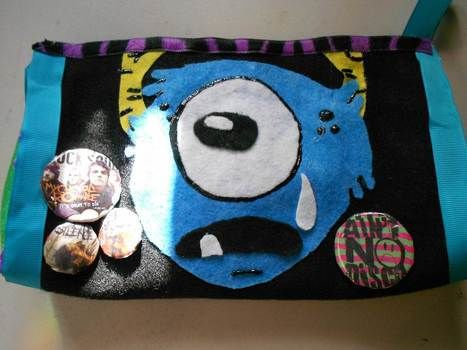 A cool way to transport your make-up. :) .  Make a pouch, purse or wallet in under 120 minutes by felting and not sewing with scissors, felt, and ribbon. Inspired by halloween, gothic, and costumes & cosplay. Creation posted by Bloo Rayne. Difficulty: Easy. Cost: Absolutley free.