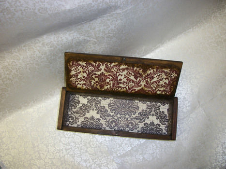 Love writting pencil box .  Make a box in under 60 minutes by decorating, embellishing, decoupaging, not sewing, and dressmaking with paper, paint, and acrylic paint. Inspired by gothic and vintage & retro. Creation posted by Jessica C. Difficulty: Easy. Cost: 3/5.