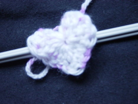 .  Knit Or Crochet a knit or crochet necklace in under 10 minutes by crocheting Inspired by kawaii and hearts. Version posted by sweetsundae0. Difficulty: Easy. Cost: Absolutley free.