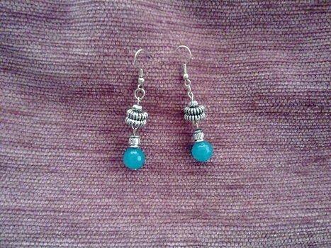Secret is keep into turquoise beads!! .  Make a pair of beaded earrings in under 30 minutes by jewelrymaking with beads, metal, and earring findings. Creation posted by Nilüfer . Difficulty: Simple. Cost: 3/5.