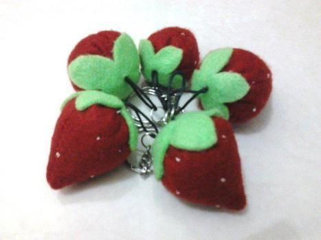 .  Make a fruit plushie in under 15 minutes Inspired by strawberries and strawberries. Version posted by Souvenir Murah. Difficulty: Easy. Cost: Cheap.