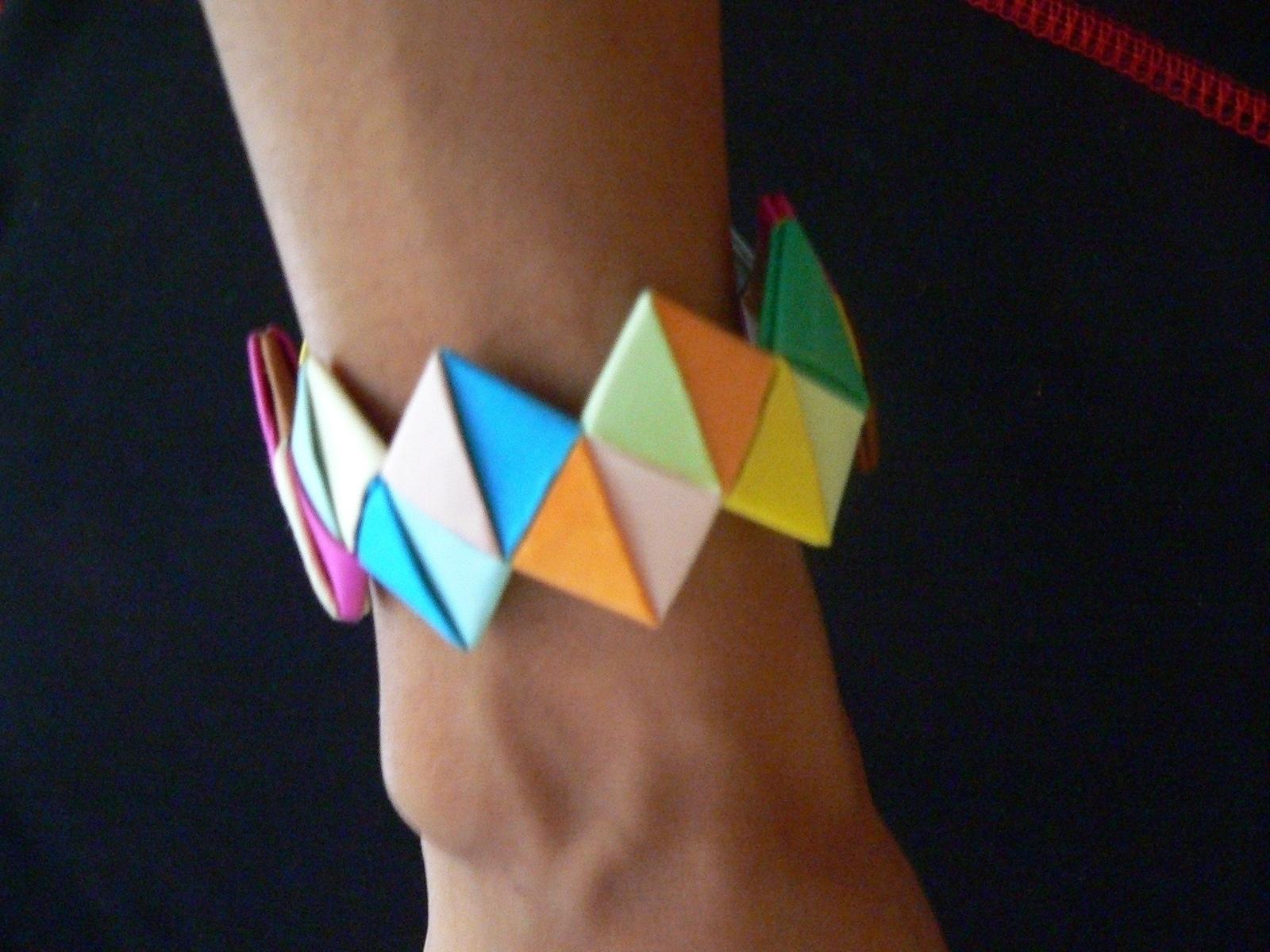 Make A Paper Bracelet In Under 20 Minutes