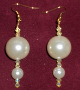 Earrings made of mother of pearl beads .  Make a pair of pearl earrings in under 20 minutes by beading with glass pearl beads and mother of pearl. Inspired by clothes & accessories. Creation posted by campaspe. Difficulty: Easy. Cost: Cheap.