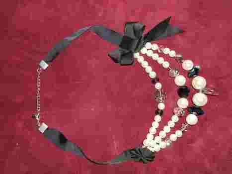 A sophisticated necklace made of glass and mother of pearls beads .  Make a pearl necklace in under 30 minutes by beading with pearls. Creation posted by campaspe. Difficulty: Simple. Cost: 3/5.