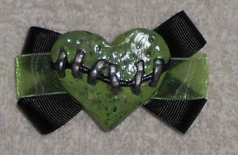 .  Make a fabric hair clip in under 90 minutes by hairstyling, molding, decorating, and jewelrymaking Inspired by halloween, zombies, and gothic. Version posted by Queen of the Sidhe.  in the Jewelry section Difficulty: 3/5. Cost: Cheap.