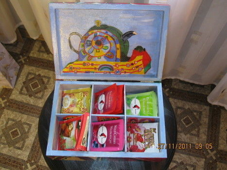 A nice gift for Chrisstmas - always OK to have hot tea at a hand! .  Paint a painted box by decorating and woodworking with varnish, tea bag, and brushes. Inspired by christmas. Creation posted by Vera I. Difficulty: Simple. Cost: Cheap.