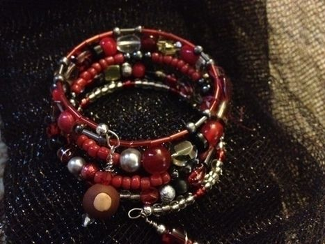 People around here, in Ohio, seem to love this Ohio State bracelet.  .  Make a memory wire bracelet in under 45 minutes by jewelrymaking and wireworking with beads and wire. Creation posted by Amberella. Difficulty: Simple. Cost: 3/5.