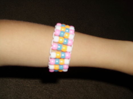 Really fun to make! .  Make a beaded cuff in under 60 minutes by beading and jewelrymaking with scissors, patience, and pony beads. Inspired by clothes & accessories. Creation posted by Ichigo M. Difficulty: Simple. Cost: Cheap.