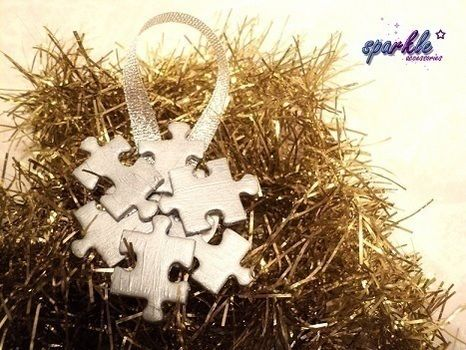 .  Make a Christmas decoration in under 20 minutes by spraypainting, decorating, and not sewing Inspired by christmas and snowflakes. Version posted by Cookies  and Cream. Difficulty: Simple. Cost: Absolutley free.