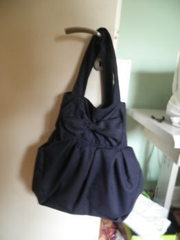 .  Sew a bow bag in under 180 minutes by sewing Inspired by clothes & accessories and anthropologie. Version posted by the rat tailor. Difficulty: 3/5. Cost: Cheap.