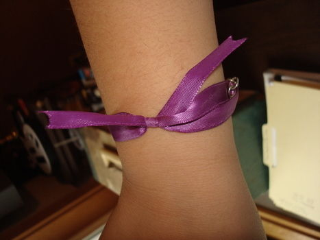 .  Make a bow bracelet in under 60 minutes Version posted by Paula P. Difficulty: Easy. Cost: Absolutley free.