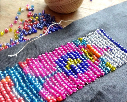 How do you make Huichol bead bracelets