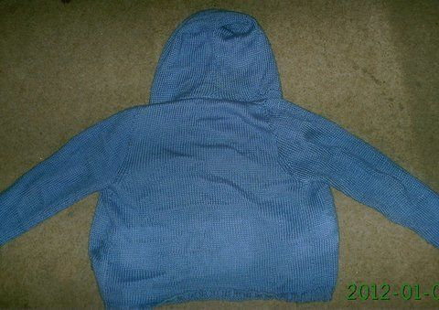 Sky blue hoodie  .  Stitch a knit or crochet sweaters by knitting with yarn. Creation posted by Essence. Difficulty: Simple. Cost: 3/5.