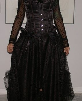.  Make a costume skirt by sewing Inspired by halloween, gothic, and costumes & cosplay. Version posted by Regina R. Difficulty: Simple. Cost: 3/5.